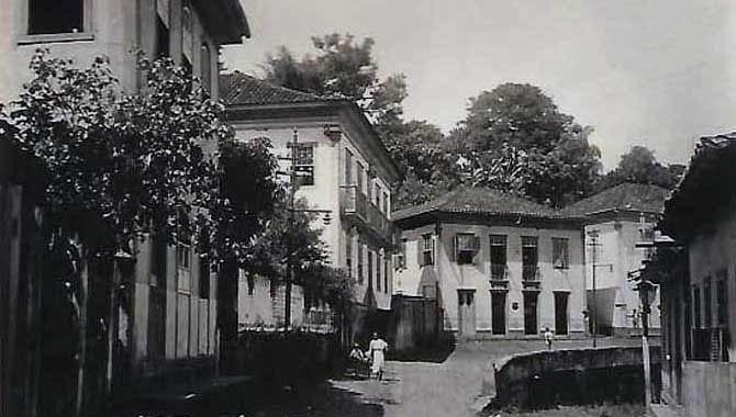 Rua Tiradentes nas proximidades do Paredão: foto de Vila de Utopia, original de outros jornalistas