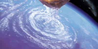 """Emblema usado em 2006 para mostrar que o """"Projeto Mãe D'Água"""" era uma solução mundial para o problema de recuperação de nascentes e mananciais"""
