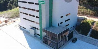 Hospital da Unimed, no Bairro Praia, em Itabira, parece pronto...Mas parado