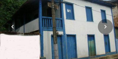 A fachada, em azul, e totalmente reconstituída, manterá o histórico casarão preservado.