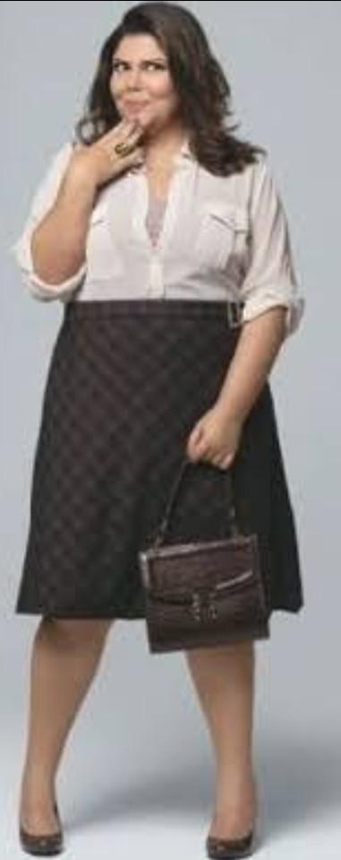 A atriz Fabiana Carla tem o corpo oval.