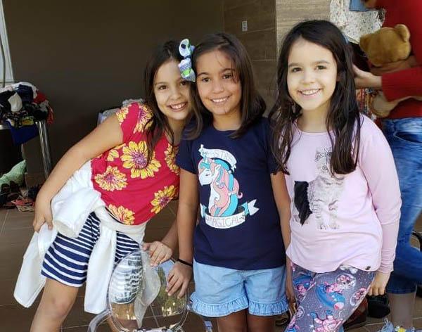 As meninas heroicas: Elis, Isabela e Laís lançaram a ideia, começaram com o bazar, atraíram apoio e construíram a casa de Zana