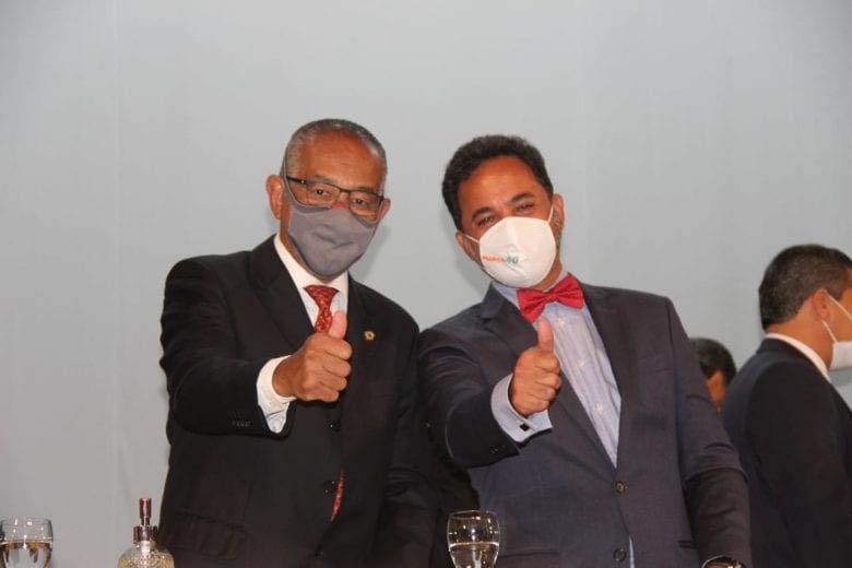 Prefeito e vice Marco Antônio Lage e Gomes: afinados contra a corrupção em promessas e exemplos