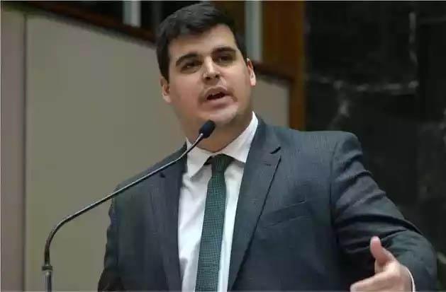 Deputado Bruno Engler, autor de ação que resultou em reunião de conciliação e suspensão do toque de recolher em Minas Gerais