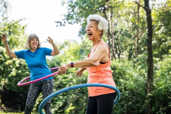 Manter-se feliz e positivo diante da vida também é uma forma de ter saúde