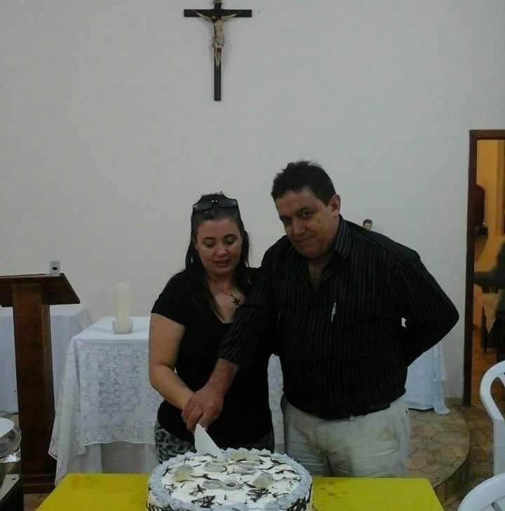 Diretor e professor Cácio e esposa Mariley