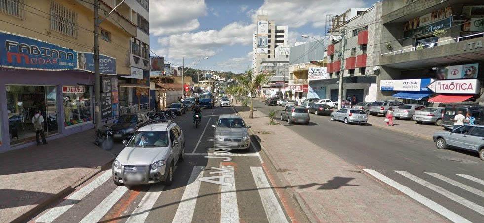 Avenida João Pinheiro, a mais movimentada de Itabira, começou a ficar de novo movimentada