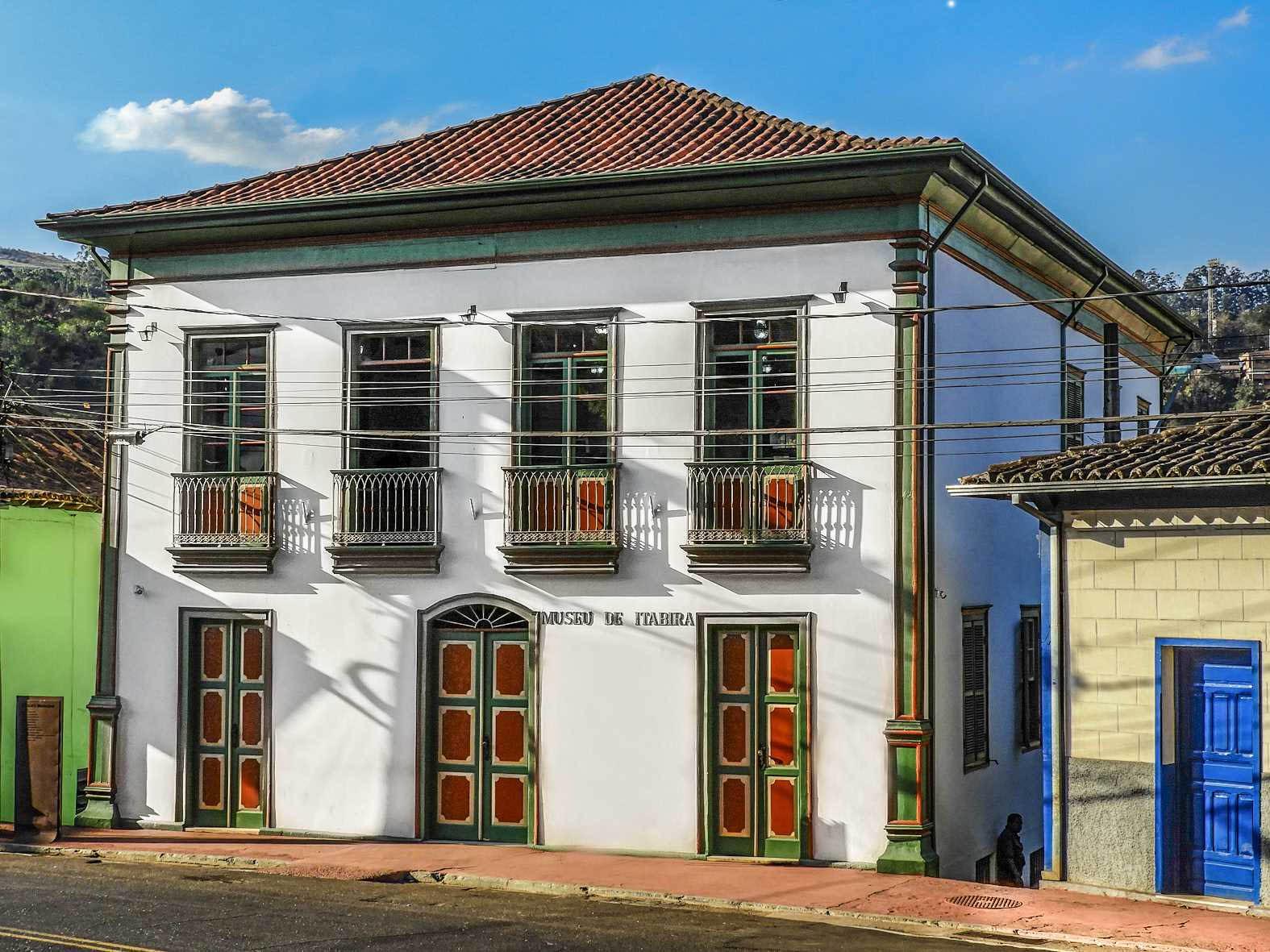 Atual prédio do Museu de Itabira, reformado e comemorando 50 anos de existência da instituição histórica itabirana