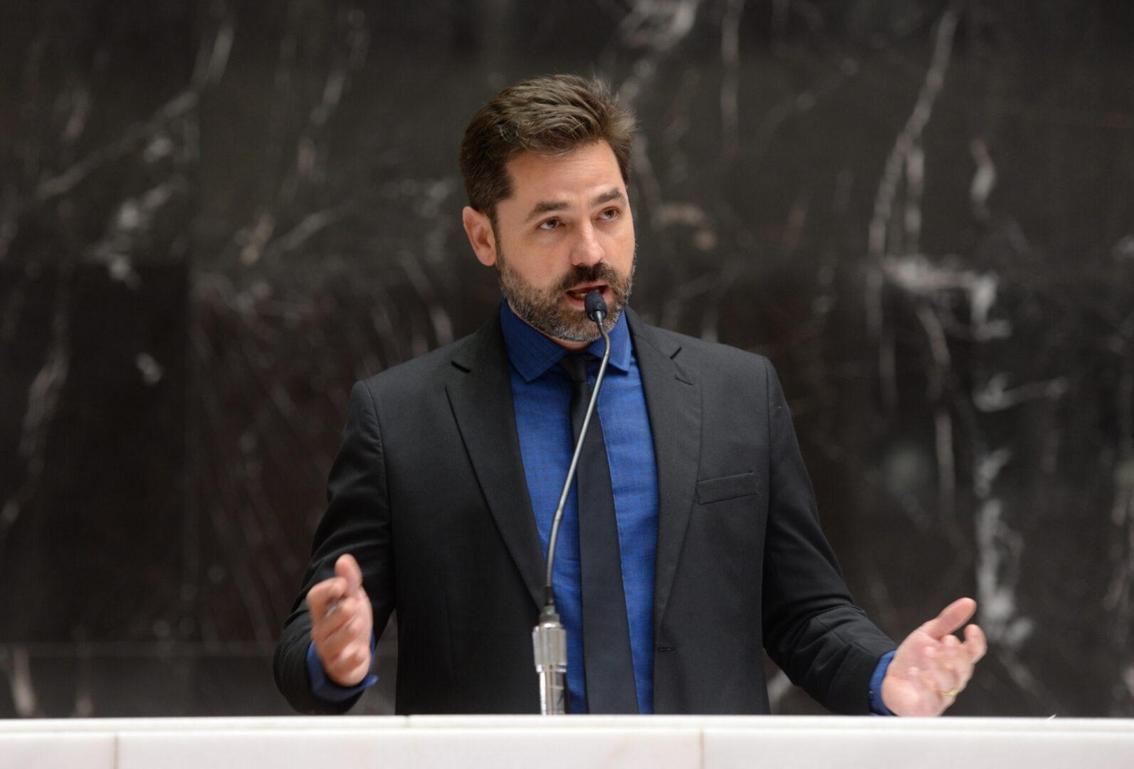 Deputado Bernardo Mucida foi contundente e pediu explicações à Vale sobre barragens (Foto de Felipe Jácome)
