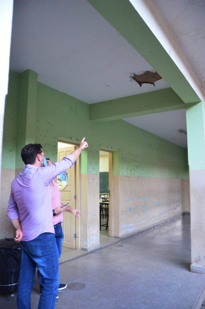 Deputado estadual Bernardo Mucida consegue liberação de verba para reforma da Escola Estadual João XXIII, em João Monlevade. Vereador monlevadense Marquinhos e diretor Rubens Brandão agradecem o empenho do parlamentar.
