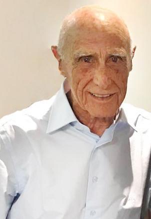 O médico Dr. Colombo Portocarrero de Alvarenga, que se dez apolítico mesmo tendo sido político