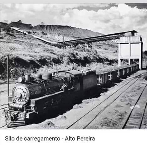 Carregamento de minério de ferro no Alto Pereira
