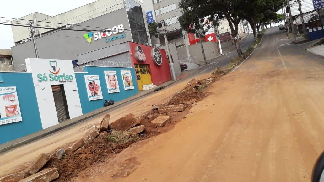 """Quarta fez que a rua Juca Machado sobre intervenção a partir do """"reasfaltamento"""", obra do governo Ronaldo Magalhães"""