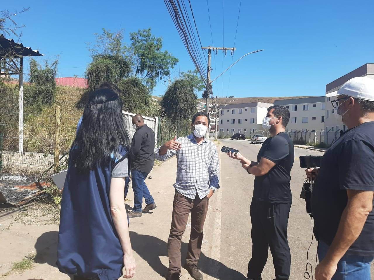 Dia seguinte: prefeito Marco Antônio Lage visitou, ao lado de assessores – secretários de Gestão e Saúde – e prometeu investigações e construção de nova UPA.