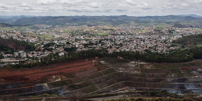 Uma visão geral: a Vale invadiu o espaço urbano de Itabira, cresceu e se agigantou