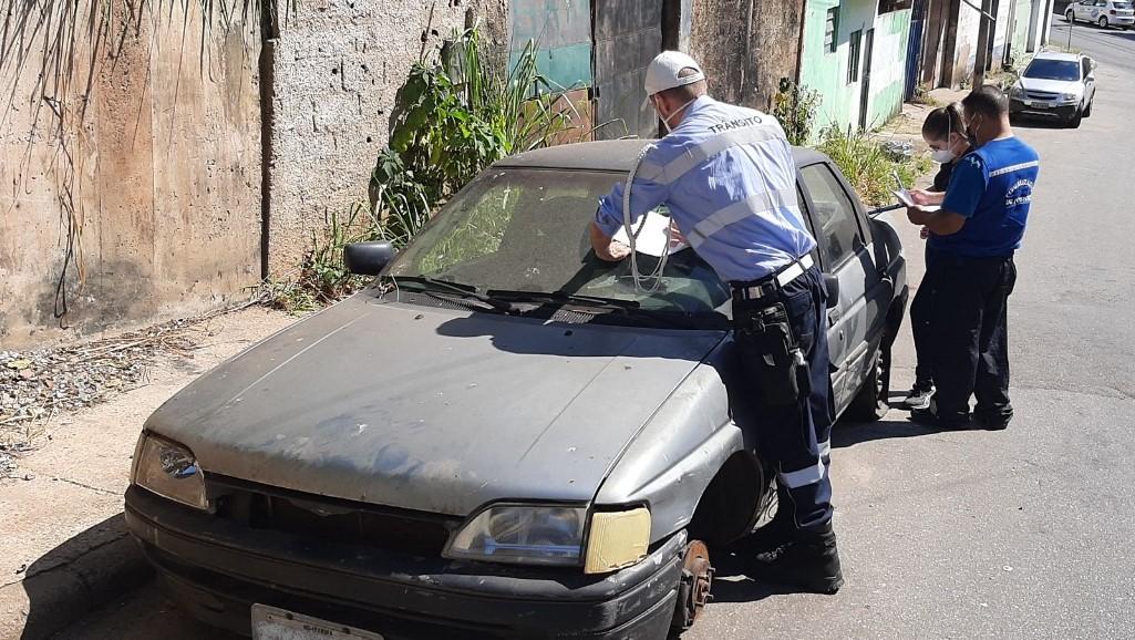 Oito veículos foram notificados no início da operação que deve continuar em Itabira