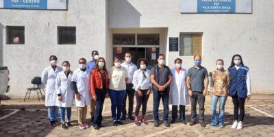 Equipe de vacinação com o prefeito, secretária de Saúde e vereadores no PSF (Centro/Vila Santa Rosa)