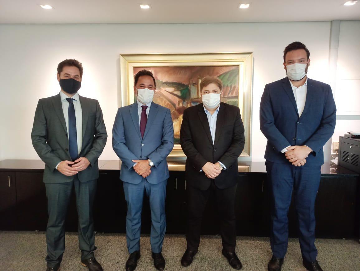 Prefeito de Itabira, acompanhado pelo deputado Bernardo Mucida e pelo assessor Gabriel Quintão, visitou a Assembleia Legislativa