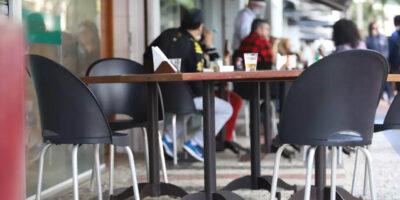 Bares e restaurantes dos municípios citados (cinco macrorregiões de MG) devem fechar as portas às 19 horas