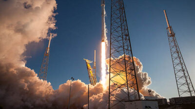 Decolagem do foguete Falcon 9, que levou em 2018 o TESS ao espaço: constantes visitas ao espaço sideral ainda não levou a ciência a conclusões seguras © Wikimedia Commons