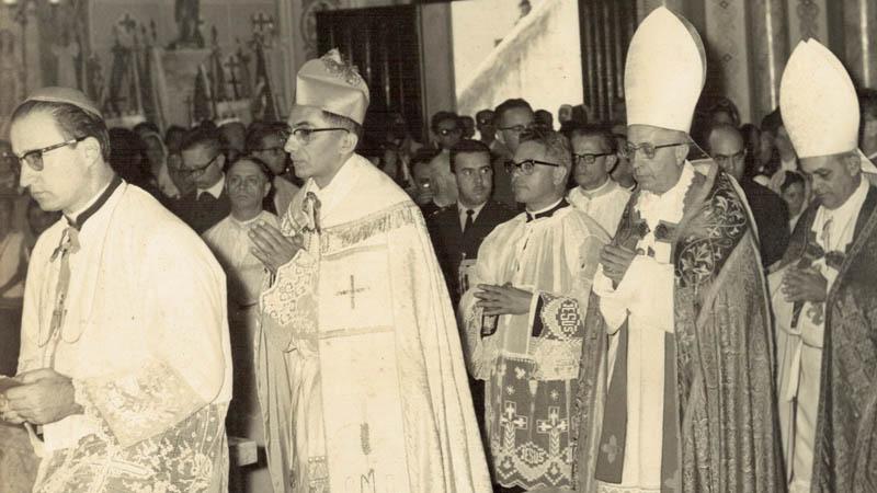 Dom Mário Gurgel faz ordenação episcopal (torna-se bispo), em 14 de maio de 1967, no Rio de Janeiro, é nomeado auxiliar do arcepispo dom Jaime de Barros Câmara