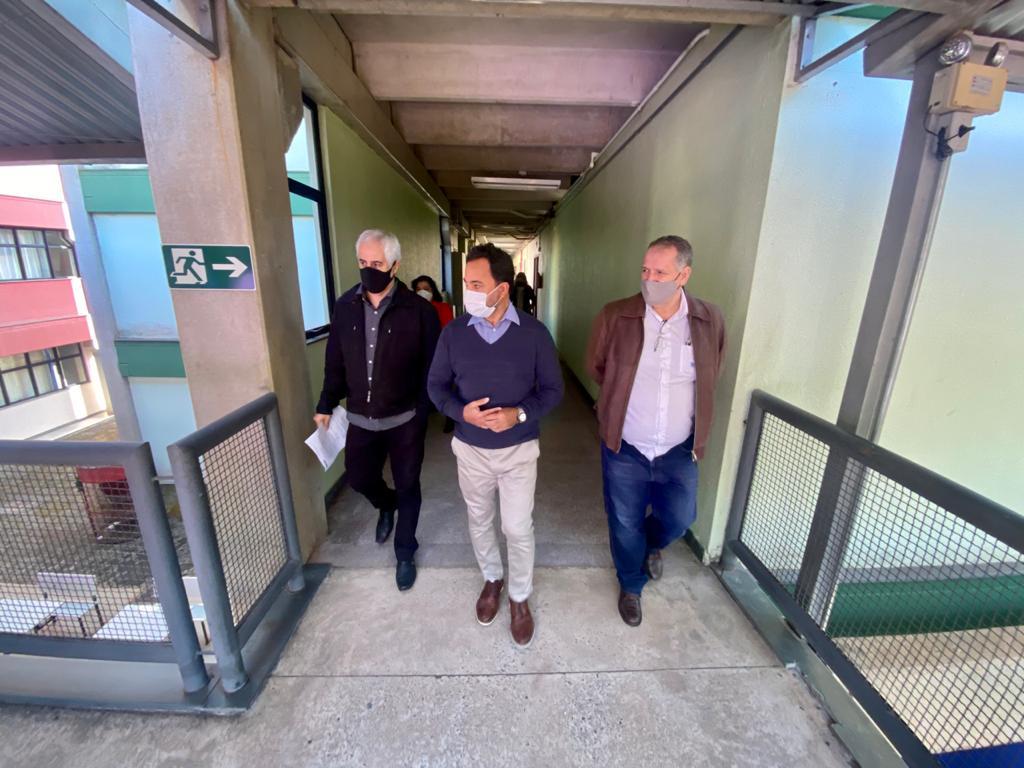 Prefeito Marco Antônio Lage visita instalações da Funcesi em companhia de equipe de governo (Foto: Coord. Comun. Social/PMI)