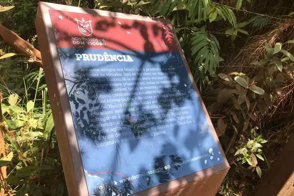 Oratórios no caminho trazem mensagens baseadas nas virtudes de Dom Viçoso (Foto de João Lucas Ferreira Basílio/Divulgação)