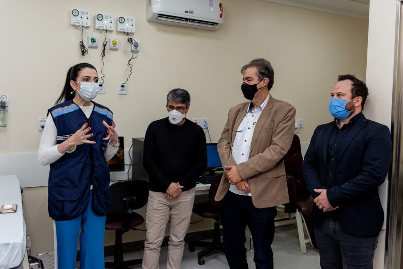 Secretaria de Saúde, Luciana Sampaio fala sobre obras e o equipamento que, segundo ela, traz resultados eficientes e rápidos para os pacientes (Foto: Coord. Com. Social- PMI)